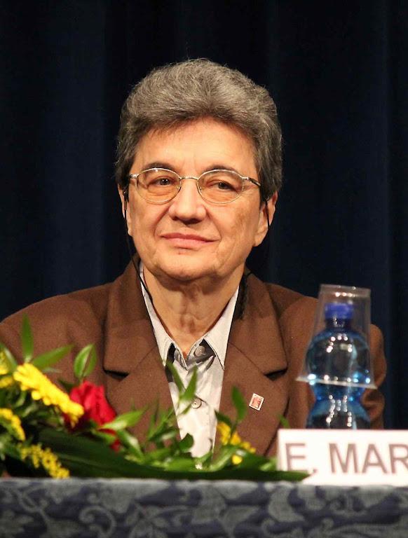 Prof.a Emmanuela Marinelli: grupos ideológicos financiam, sem poupar esforços, pesquisas pré-concebidas