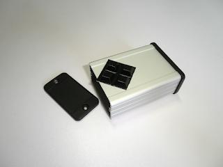 Caixa Hammond 1457C801 (versão anodizada). Esta é a caixa recomendada.