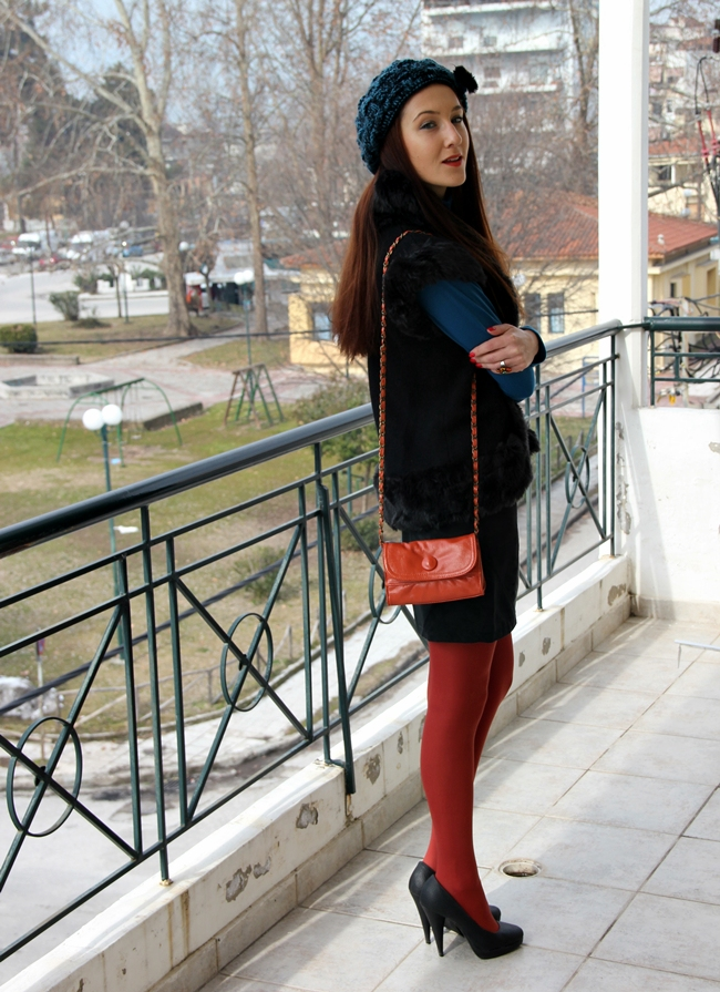 petrol plava i cigla narandzasta kombinacija boja outfit