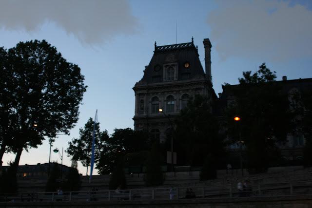 Quay François Miteran. Seine. Paris. Набережная Франсуа Митеран. Сена. Париж.
