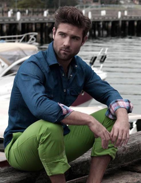 Look masculino com calça verde e azul verão (1)
