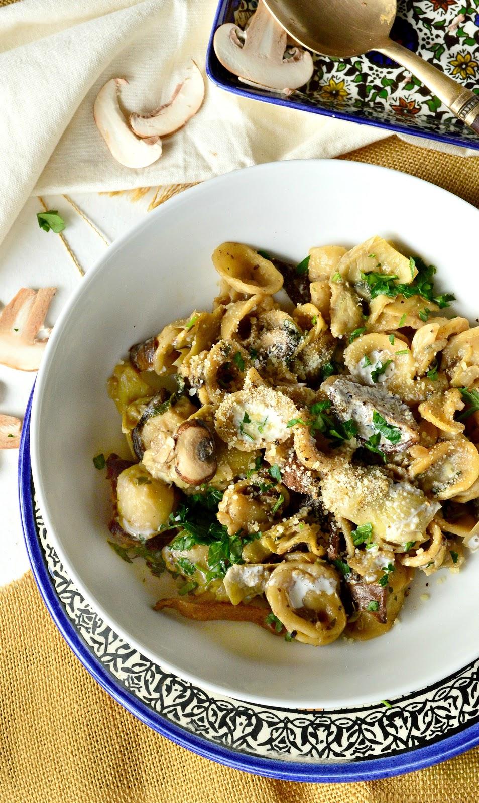 bowl, artichokes, mushrooms, pasta