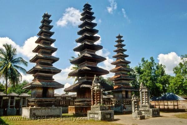 Pura Meru, Pura Indah ini Ternyata Terletak di Lombok