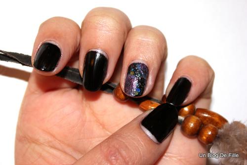 http://unblogdefille.blogspot.fr/2013/01/snb-galaxy-nails.html