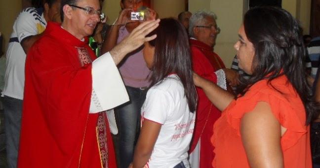Resultado de imagem para fotos do padre edilson nobre presidindo o sacramento do crisma em spp