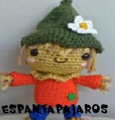 http://patronesamigurumis.blogspot.com.es/2013/12/patrones-espantapajaros-amigurumis.html