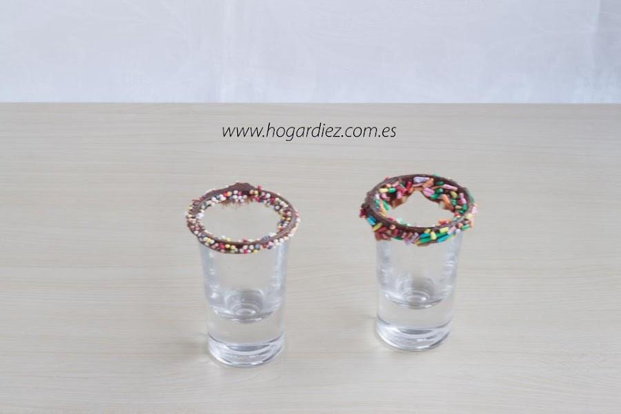 Cómo decorar vasos con chocolate
