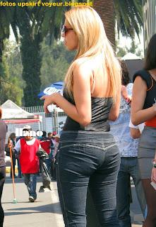 rubia-culona-jeans-pegados