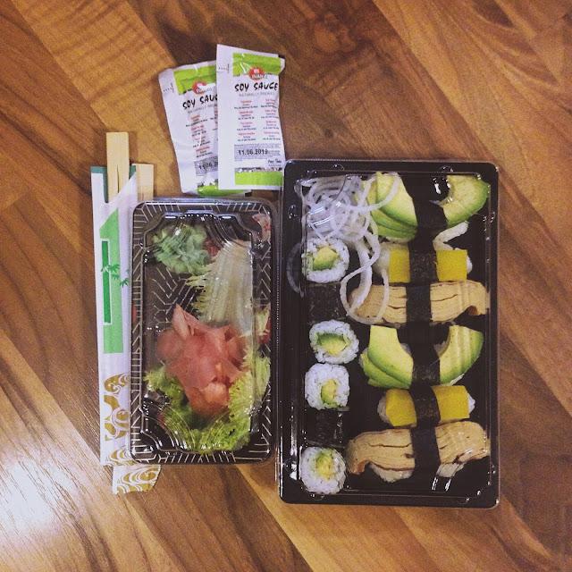 Vegetariánske sushi je skvelá pochúťka s avokádom, ryžou a inými dobrotami.