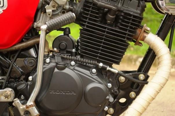 Modifikasi Honda C70 Retro Semi Modern