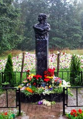 Памятник на месте гибели Цоя