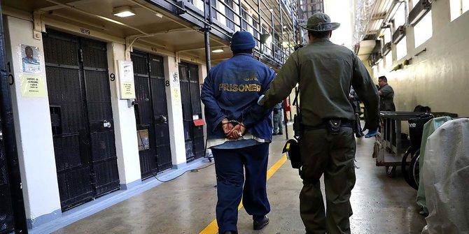 Inilah Lima Alasan Aneh Orang-Orang Yang Bahagia Bisa Masuk Penjara