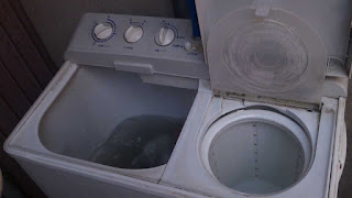 Two-compartment washing machine
