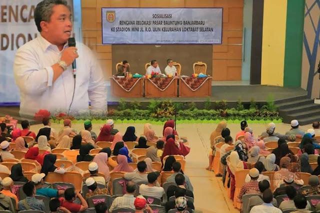 Pemko Banjarbaru Kamis (29/11) kemarin, untuk pertama kalinya mengundang seluruh pedagang Pasar Bauntung. Dalam sosialisasi rencana relokasi pasar ke Stadion Mini Jalan RO Ulin, Kelurahan Loktabat Selatan di Aula Bina Satria.
