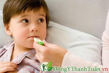 Viêm mũi dị ứng ở trẻ em.