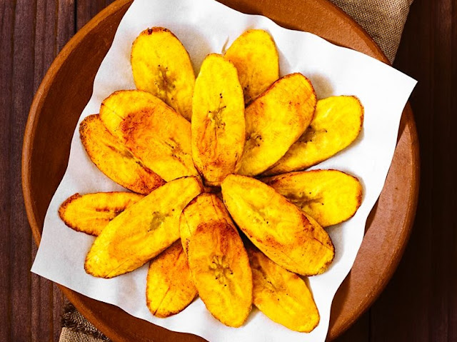 Fried plantains: Quick and delicious snack.
