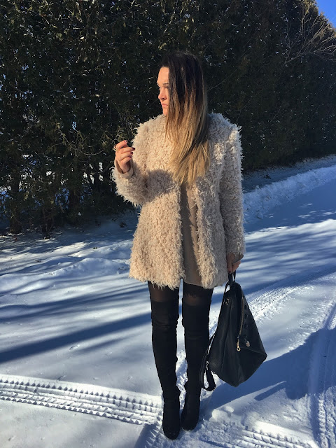 fur coat, winter outfit, statement coat, sheep fur coat, white coat, over the knee boots, how to wear statement coat, zimski outfit, krzneni kaput, casual zimski kaput, sta obuci za zimsku setnju, what to wear on a casual winter day,