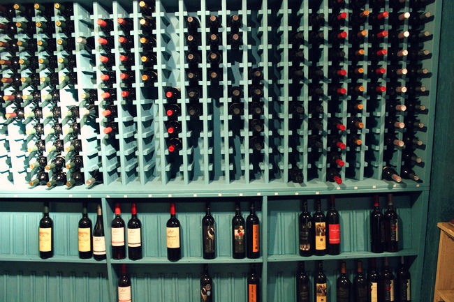 Pyrgos Mantania hotel podrum vina