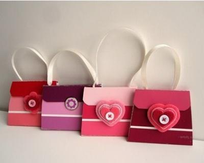 14. Kerajinan tangan tas tangan terbuat dari kartu warna cat.