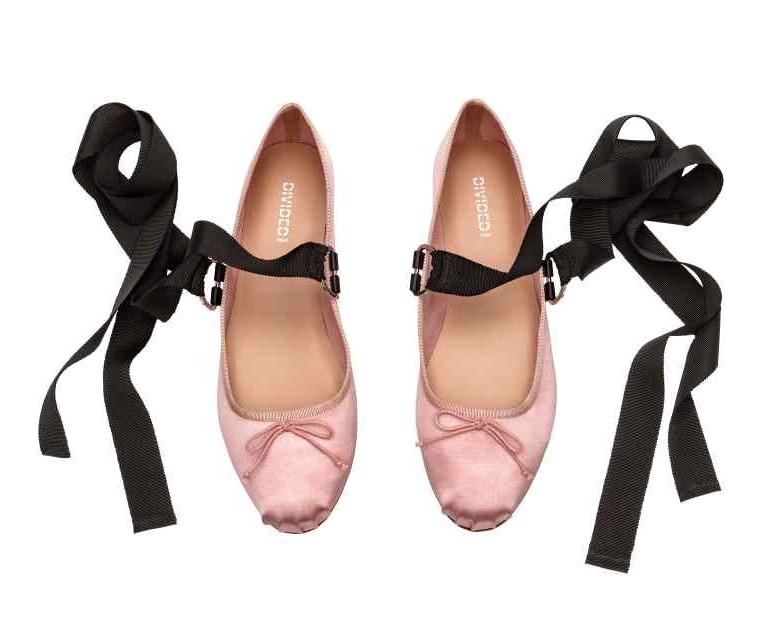 H&M różowe baleriny z wiązaniem, baletki, najmodniejsze buty 2017