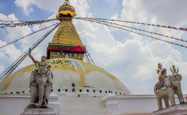Xvlor.com Boudhanath Stupa is Buddhist dominates horizon of Kathmandu Valley