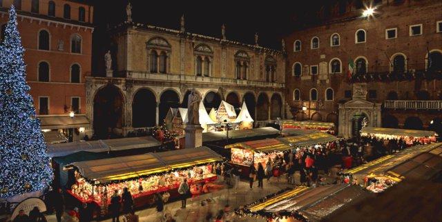 mercatini-di-natale-verona-piazza-dei-signori-poracci-in-viaggio