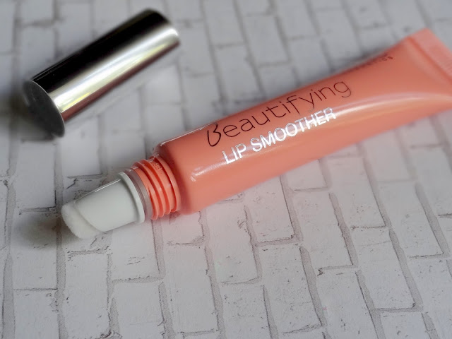 Beautifying Lip Smoother in Apricot Cream
