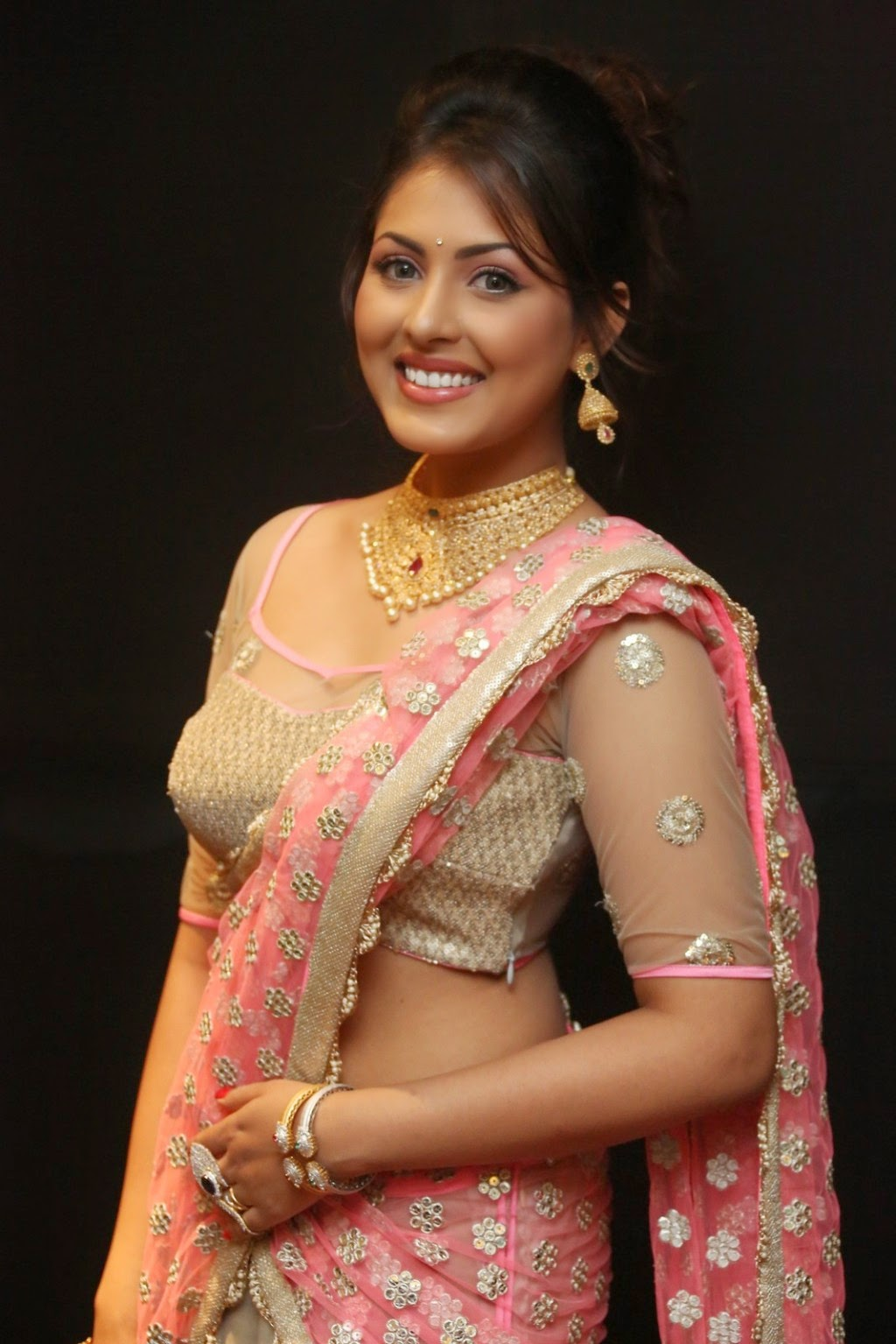 Madhu Shalini's Latest Saree Photoshoot ~ SS Music