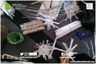 Muslimah Kreatif Ciptakan Wadah Pensil dan Tisu dari Kertas Bekas