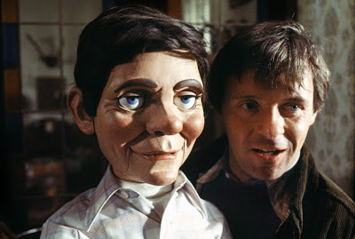 Anthony Hopkins as Corky, grins holding his vicious dummy Fats, Magic, Directed by Richard Attenborough