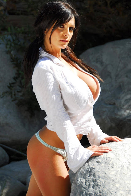 hot-sexy-Denise-Milani-Bear-Creek-picture-10