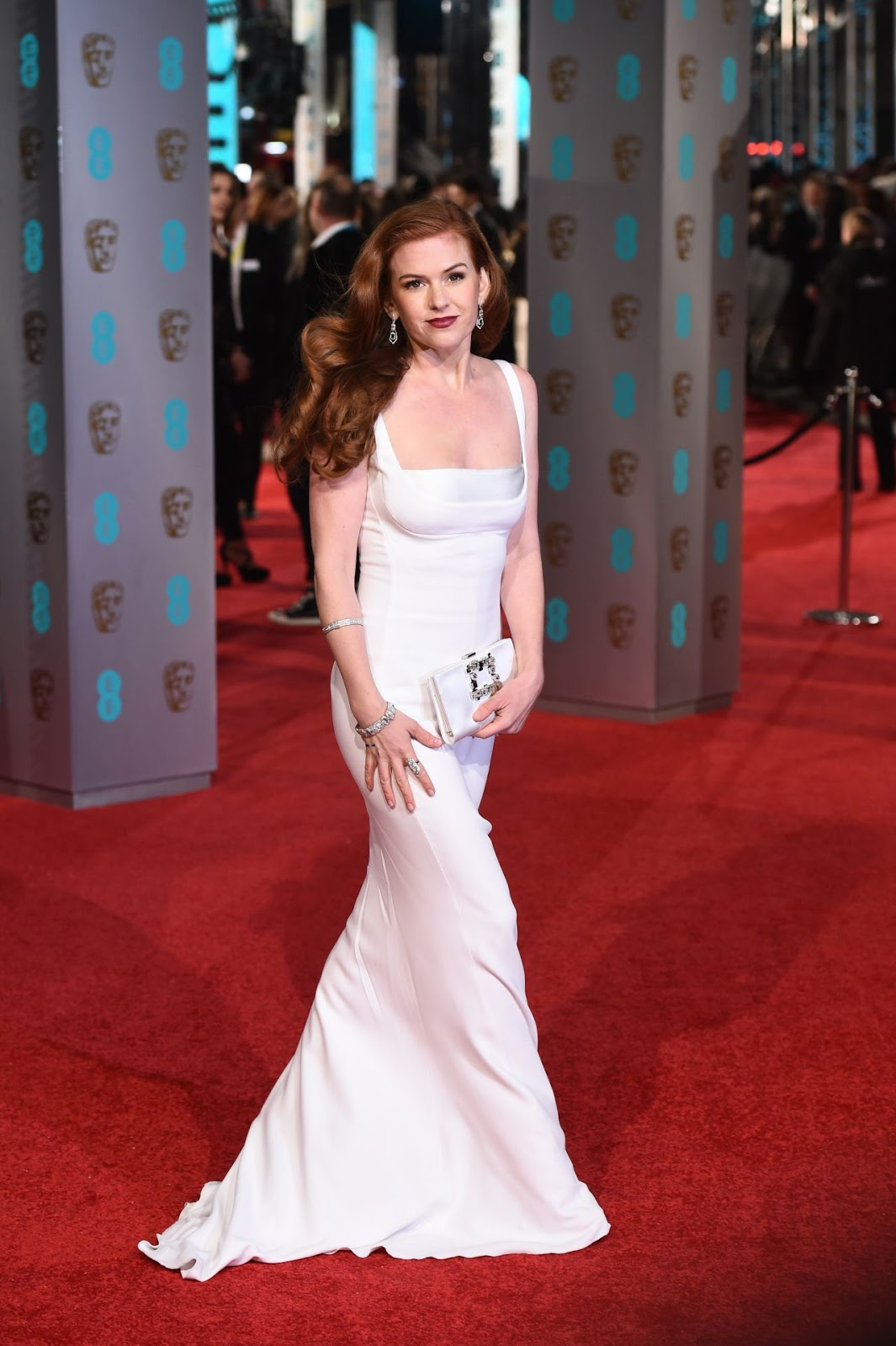 Isla Fisher channels old Hollywood glamour at the BAFTAs 2016