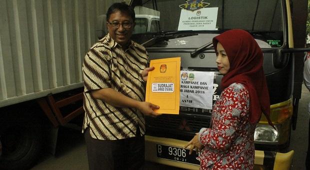 Puluhan Truk APK dan BK Diserahkan ke Tim Kampanye Paslon Gubernur