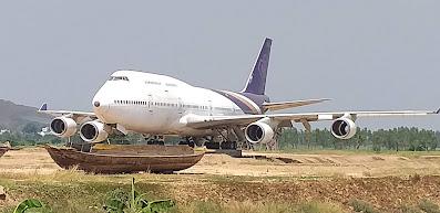Boing 747 im Reisfeld Chainat Thailand