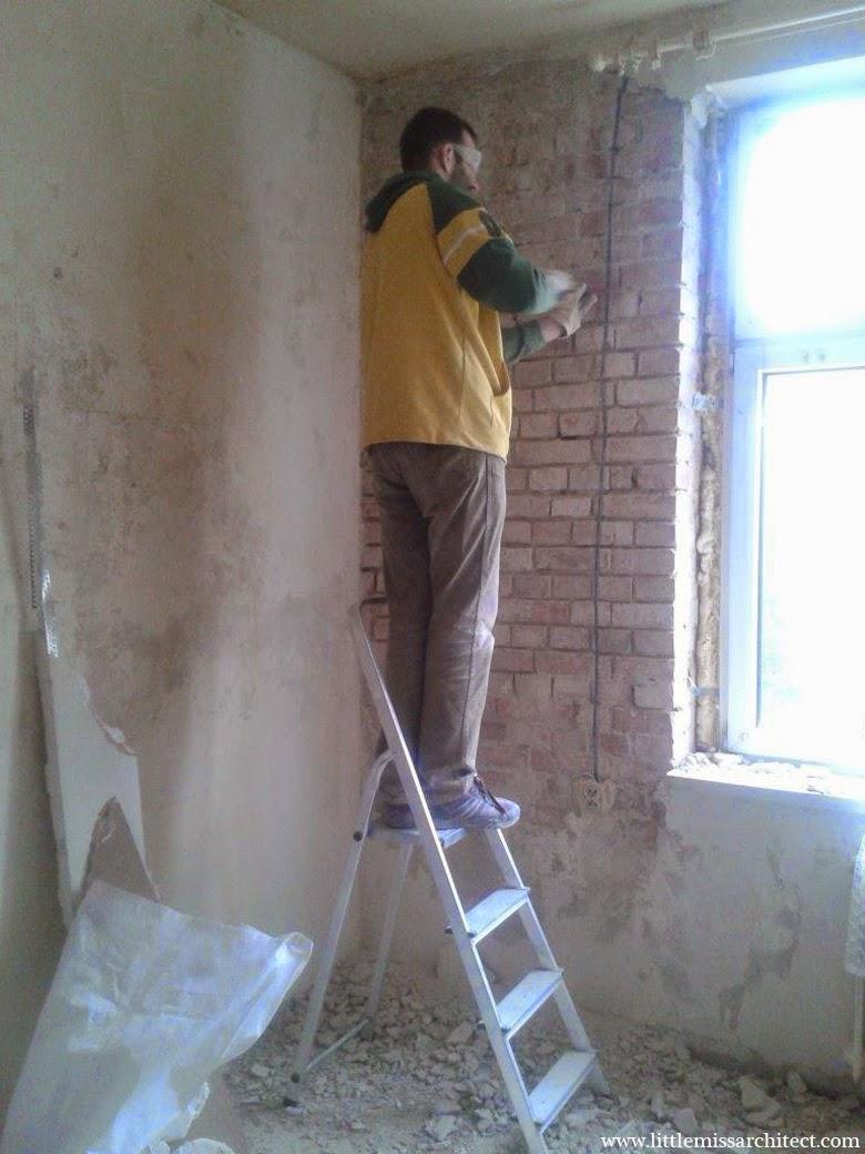 skuwanie tynku z cegły