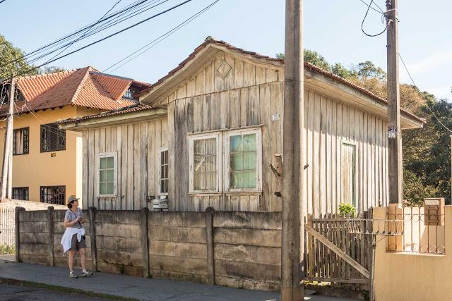 Casa de madeira no bairro Seminário em Curitiba