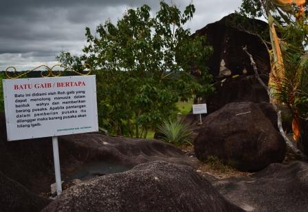 yaitu tempat yang sangat tidak absurd bagi masyarakat khusus masyarakat Kalimantan Tengah Legenda di Balik  Tempat Wisata Bukit watu Kabupaten Katingan Kalimantan Tengah