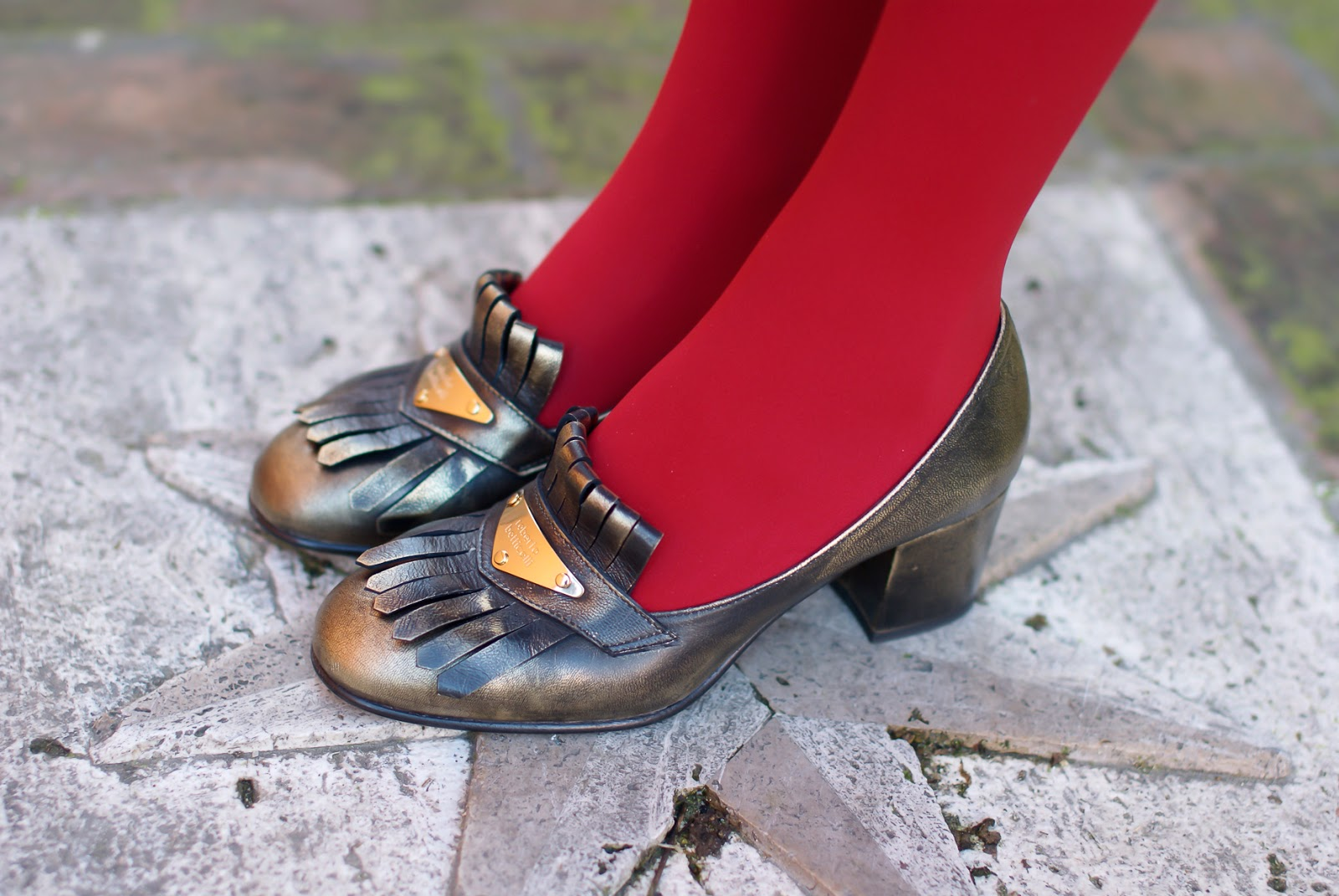 Roberto Botticelli golden loafers on Fashion and Cookies fashion blog, fashion blogger style