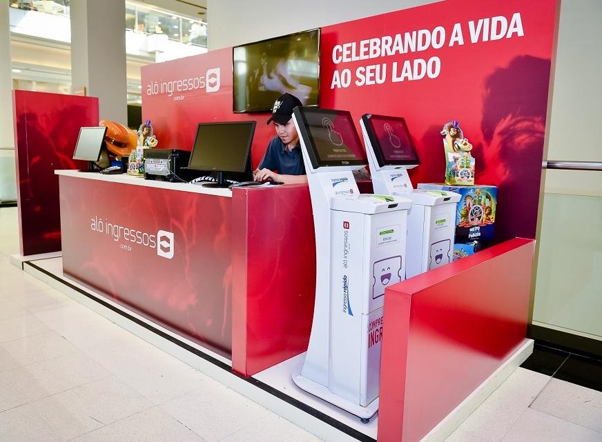 O Shopping Curitiba inaugurou recentemente o estande do Alô Ingressos –  primeiro oficial da marca na capital paranaense. 8218927cde