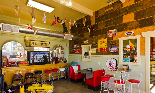 C mo decorar una cafeter a peque a caf expresso for Decoracion de unas cafes