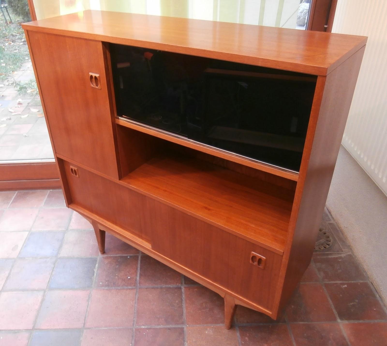 dur e de vie ind termin e meuble de style scandinave ann es 60. Black Bedroom Furniture Sets. Home Design Ideas