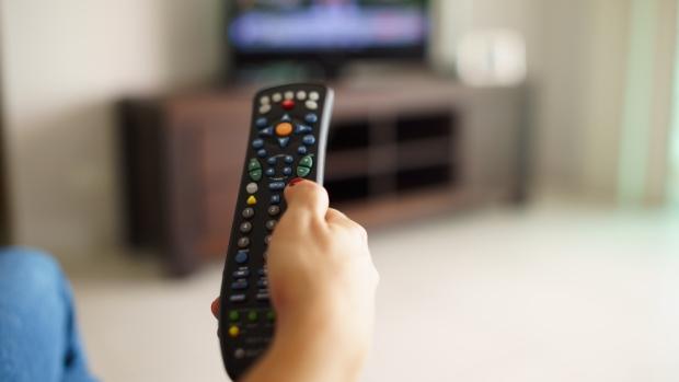 Anatel vai obrigar o carregamento dos canais abertos as operadoras via satélite na TV paga, mas não a distribuição dos equipamentos.