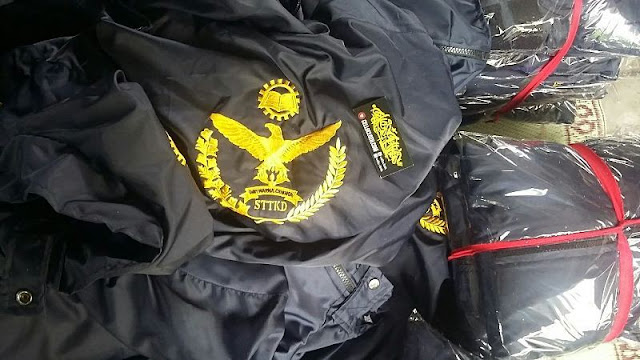 Konveksi Jaket Waterproof + Bordir dan Pola Custom