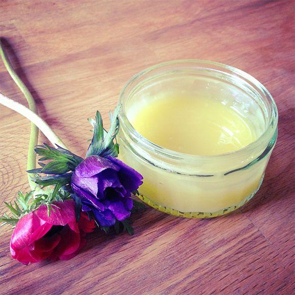 DIY: Cách làm kem dưỡng ẩm body từ dầu dừa cho làn da khô