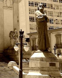 A Estátua de Tiradentes, em frente ao Palácio Tiradentes, Rio de Janeiro