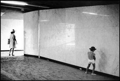 http://joeinct.tumblr.com/post/161052549907/adreciclarte-by-elliott-erwitt-1977