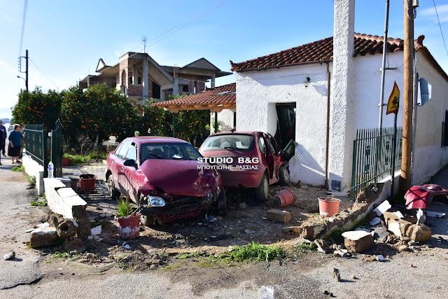 Τροχαίο ατύχημα στο Ναύπλιο - Δυο οχήματα κατέληξαν μέσα σε σπίτι (βίντεο)