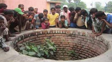 मप्र में गरीबी: 2 बेटियों को कुएं में फैंक खुद भी कूद गया युवक