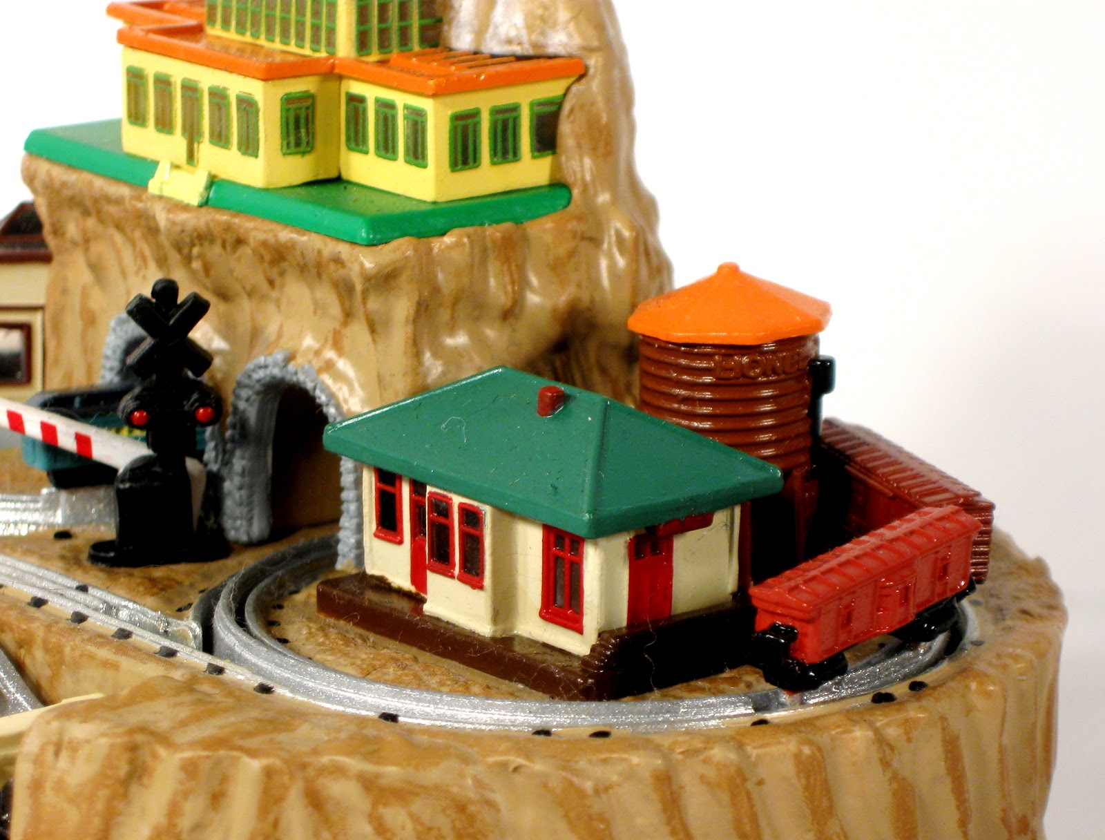 Toys and Stuff: TRAIN TIME: Hallmark Lionel Christmas Tree ...
