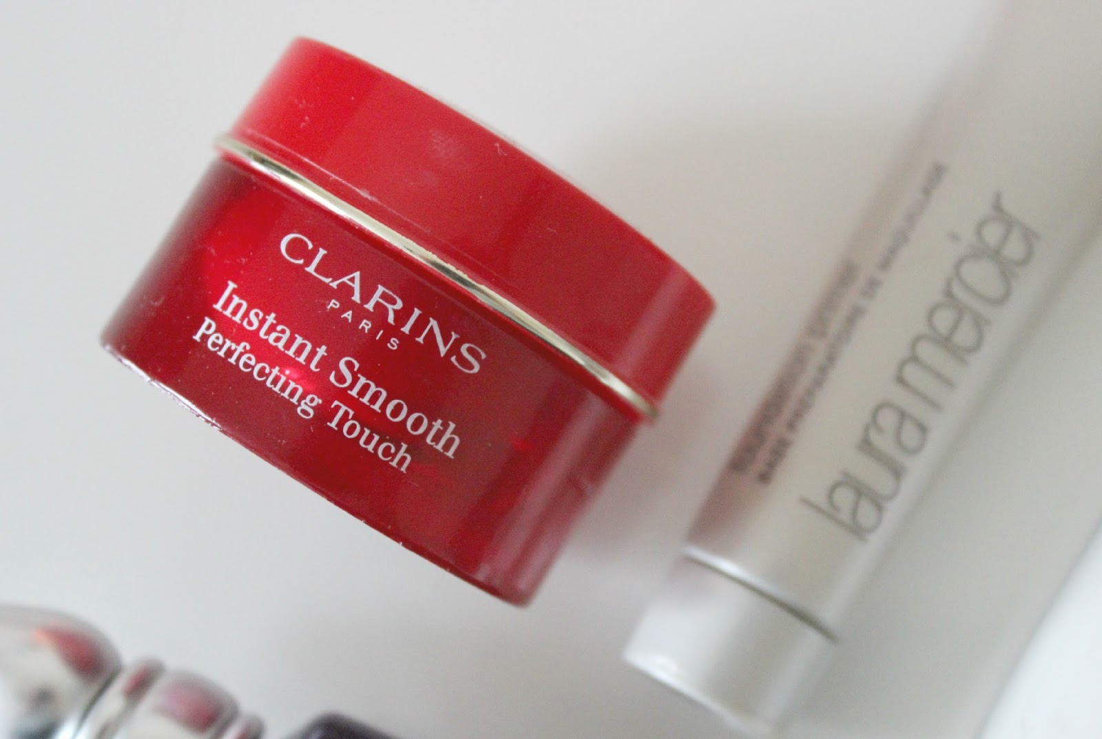 A picture of Clarins Instant Smooth Perfecting Touch